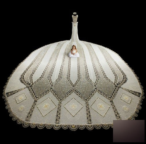 Chiều dài đuôi váy là 6,24 mét