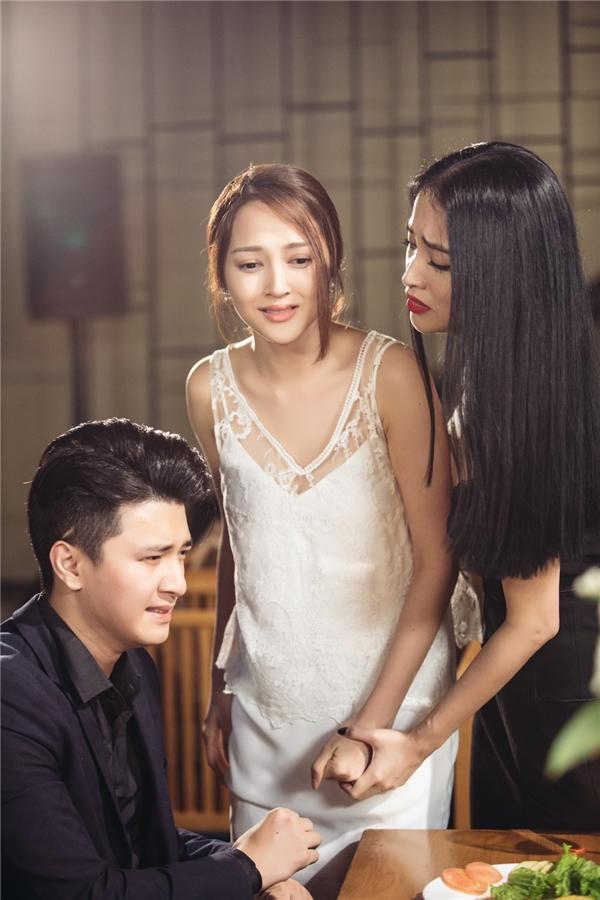 Đạo diễn Đinh Hà Uyên Thư đã khai thác câu chuyện về người thứ ba ở một khía cạnh hoàn toàn khác.
