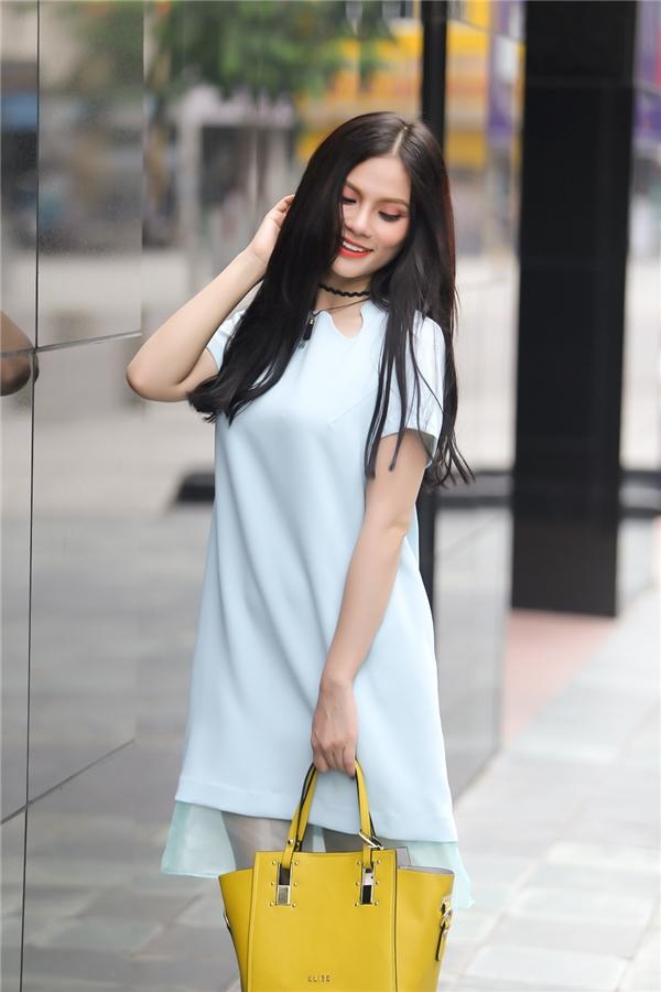 Với ưu điểm là dễ kết hợp màu sắc lại không kén người mặc, lựa chọn tông màu xanh tươi mát cho ngày hè nóng là một gợi ý vô cùng hấp dẫn.