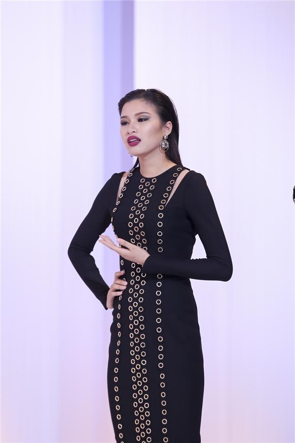 Dù được đánh giá cao nhất trong đội Phạm Hương nhưng Nguyễn Thị Thành lại là cái tên phải chia tay cuộc chơi. Hiện tại, cô gái 20 tuổi đang là thí sinh sáng giá của Hoa hậu Việt Nam 2016. Chính vì thế nhiều ý kiến cho rằng, cô rời bỏ The Face để theo đuổi mục tiêu mới.