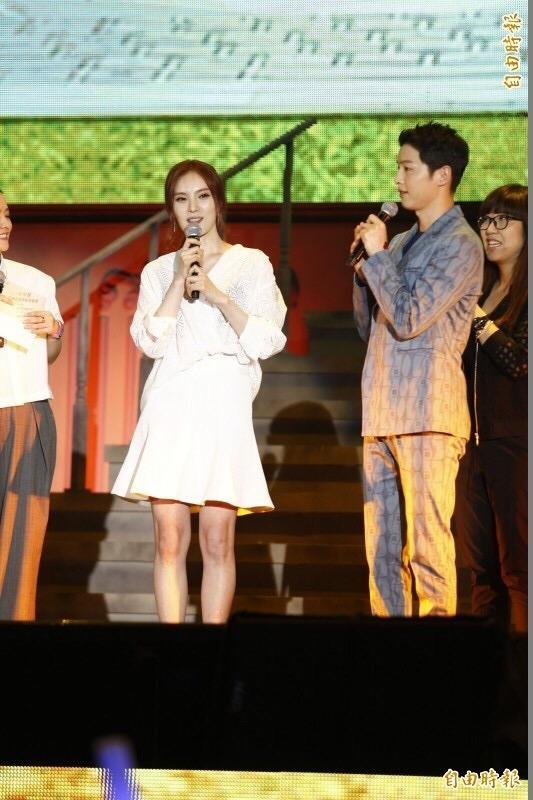 """30 năm sau, Song Joong Ki vẫn muốn """"yêu"""" Song Hye Kyo lần nữa"""