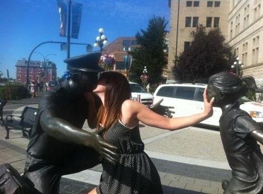 """""""Đừng hòngphá tình yêu của chụy!"""" (Ảnh: Internet)"""