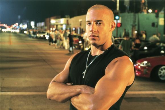 Vin Diesel đóng vai Dominic Toretto, một tay đua và thủ lĩnh của một băng cướp khét tiếng, xuất hiện trong tập phim đầu tiên The Fast and the Furious và trở thành một trong hai nhân vật chính rất được khán giả yêu thích xuyên suốt loạt phim.
