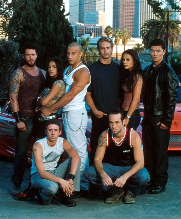 Dàn diễn viên The Fast and the Furious năm 2001 với đầy đủ những gương mặt kìcựu.