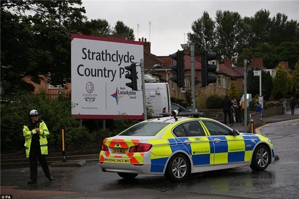 """Các nhân chứng nói rằng đây thật sự là một """"thảm họa"""" và mọi người đều rất bối rối, không biết phải làm gì trước khi lực lượng cứu hộ đến.(Ảnh: Daily Mail)"""