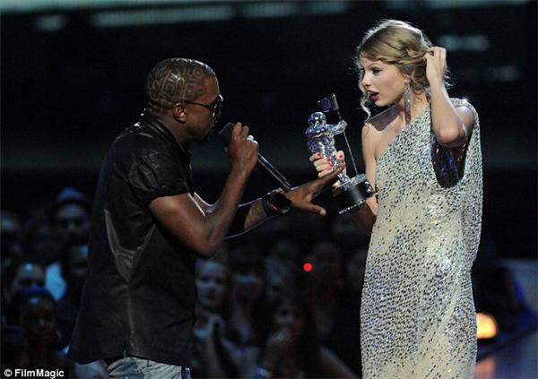 Taylor Swift điên tiết khi bị nhái trong clip của Kanye West