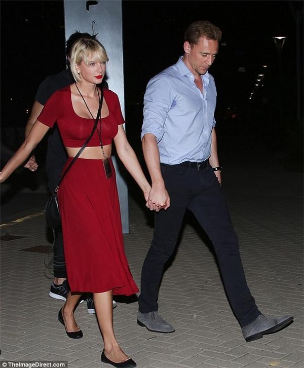 Taylor đang gâyrúng động truyền thông sau khi tay trong tay với Loki