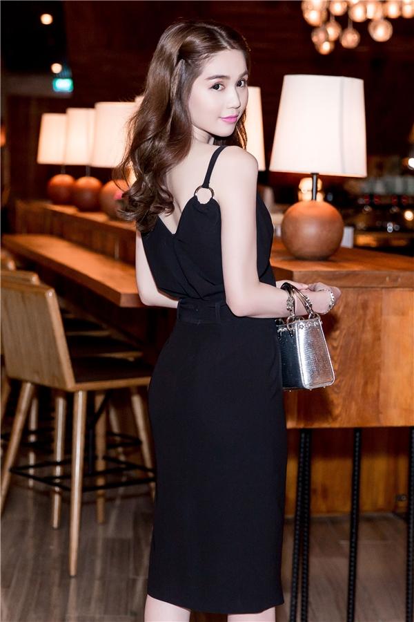 Ngọc Trinh xinh đẹp trong chiếc váy đen ôm sát. - Tin sao Viet - Tin tuc sao Viet - Scandal sao Viet - Tin tuc cua Sao - Tin cua Sao