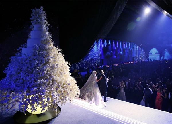 Choáng ngợp khi đại gia Ả Rập mang cả dải ngân hà vào đám cưới