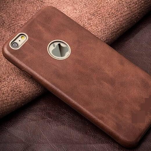 Bỏ ốp khi sạc cũng giúp iPhone vào điện nhanh hơn. (Ảnh: Internet)