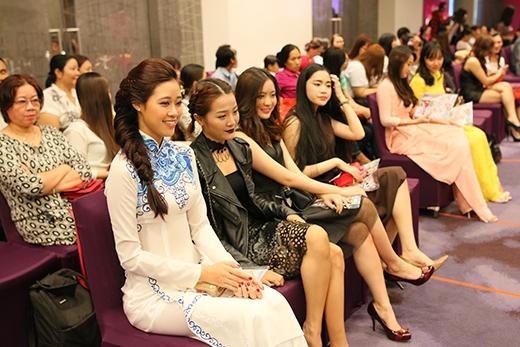 Các bạn đạt giải cao trong các cuộc thi Miss Áo Dài năm trước cũng tham gia ủng hộ Top 60.