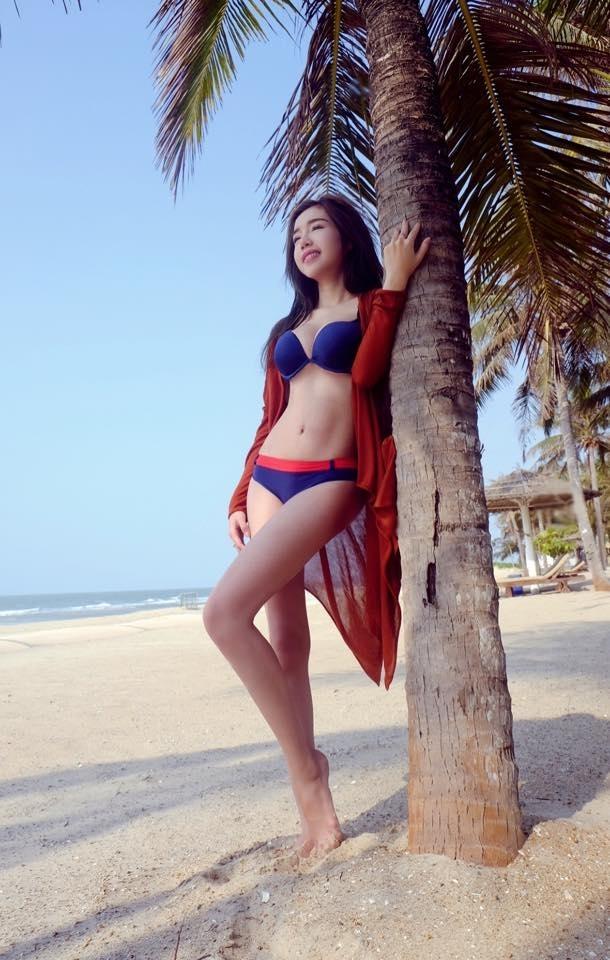 Hà Hồ, Phạm Hương, Ngọc Trinh,...ai diện bikini quyến rũ nhất?