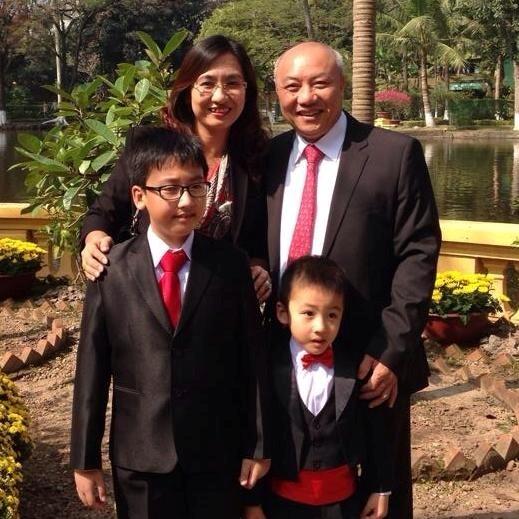 BTV Vân Anh hạnh phúc bên gia đình nhỏ của mình.