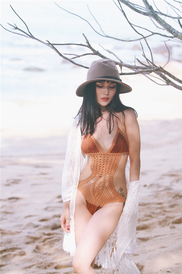 Những bộ bikini liền mảnh được thiết kế cách điệu hay những bộ đồ một mảnh bốc lửa dường như được sáng tạo ra để dành riêng cho thân hình gợi cảm của người đẹp.