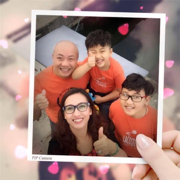 Những hình ảnh hạnh phúc vui vẻ về gia đình được BTV Vân Anh chia sẻ lên trang cá nhân của mình.
