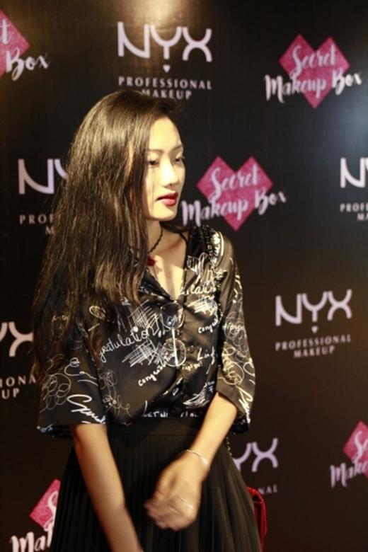 Người mẫu Nhã Trúc sẽ cạnh tranh cùng Pông Chuẩn và người mẫu Minh Tú trong thử thách Lip-on.