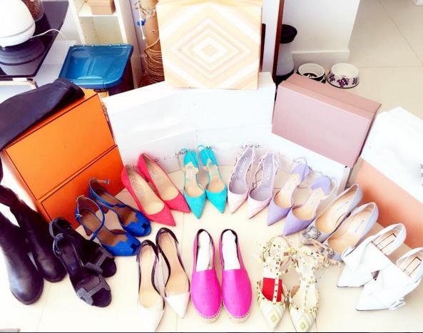 Một phần nhỏ trong bộ sưu tập giày và túi của cô.