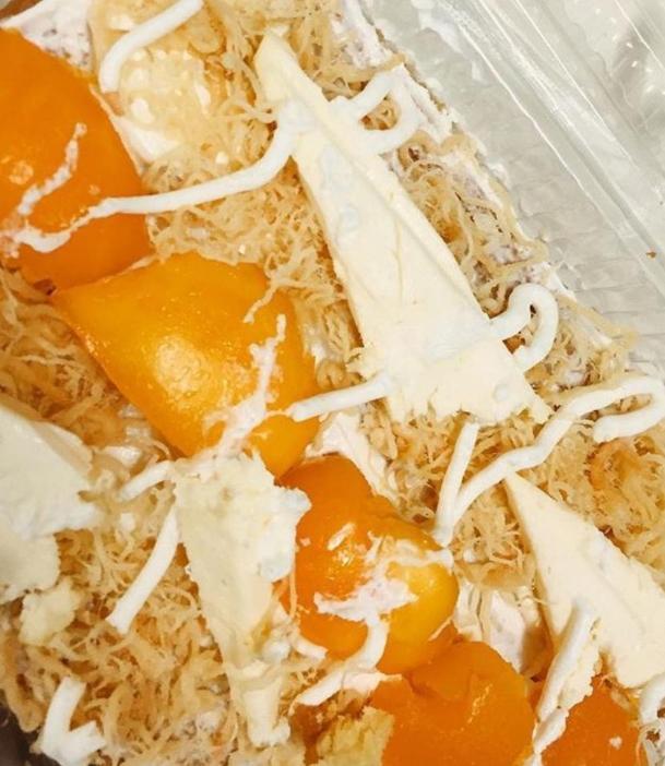 """Bông lan trứng muối cỡ bự, ăn """"no căng rốn"""" có giá là 75.000 đồng/chiếc. (Ảnh: Internet)"""