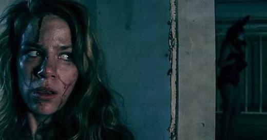 Gương mặt bóng loáng của diễn viên trong phim kinh dị không phải vì mồ hôi đổ ra đâu nhé. (Ảnh: Internet)