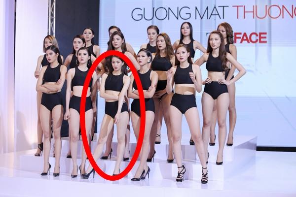 Dù diện bodysuit nhưng An Nguy vẫn có dáng đứng khá menly, mạnh mẽ. Cô nàng gần như không ngần ngại thể hiện những điều nổi trội của bản thân giữa một tập thể luôn hướng đến hình ảnh thanh lịch, gợi cảm, nữ tính.