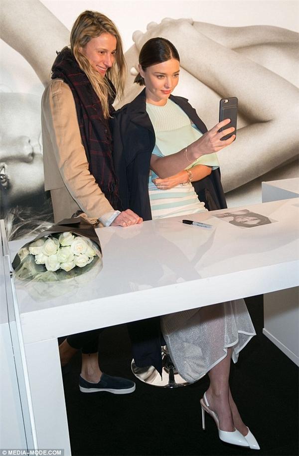 Cựu thiên thần Victoria's Secret giao lưu cùng người hâm mộ.