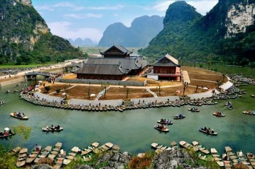 """Du lịch Ninh Bình - """"Đẹp rụng tim"""" trước quần thể ngôi chùa lớn nhất Đông Nam Á ở Việt Nam"""