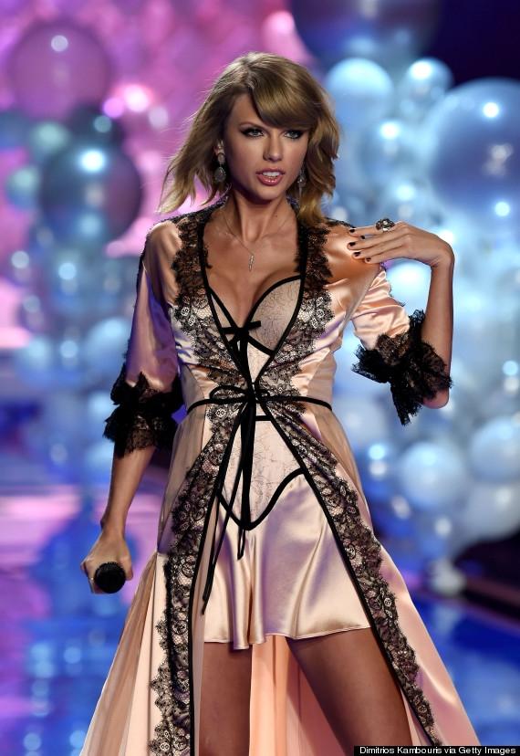 """.... và""""Blank Space"""" cũng tại Victoria's Secret Fashion Show năm 2014. (Ảnh: Internet)"""