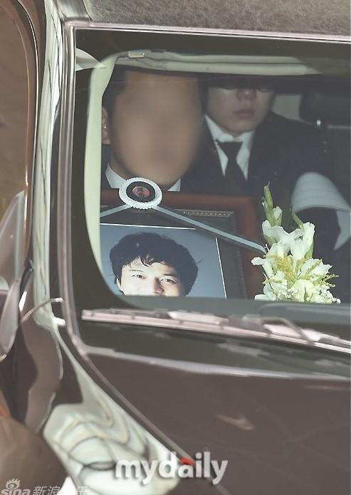 Kim Sung Min khởi nghiệp năm 1995, và được biết đến như tài tử có gia thế giàu có bậc nhất showbiz. Năm 2002, anh nổi danh toàn châu Á nhờ phim Nàng tiên cá, sau đó anh tiếp tục ghi điểm với Tối nay ăn gì, Giọt lệ kim cương.