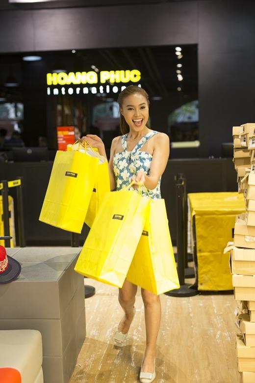 Sao Việt ngây ngất với ngày hội mua sắm của Hoang Phuc International