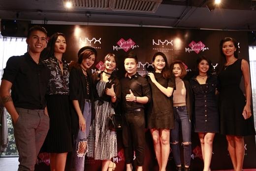 Từ trái qua: Nghệ sĩ make-up Lâm Nguyễn, người mẫu Nhã Trúc, stylist Bông Chuẩn, NZIM, giám khảo Hà Đỗ, giám khảo Hùng Max, Nga Wendy và VJ Đàm Phương Linh.