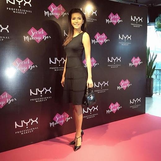 Người mẫu Minh Tú là đối thủ đáng gờm với 2 khách mời còn lại cho thử thách Lip-on