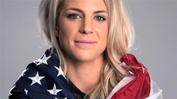 Julie Johnston cũng là thành viên của đội tuyển bóng đá quốc gia của Mỹ. Cô hiện đang chơi ở vị trí hậu vệ cho đội bóng Chicago Red Stars. (Ảnh: Internet)