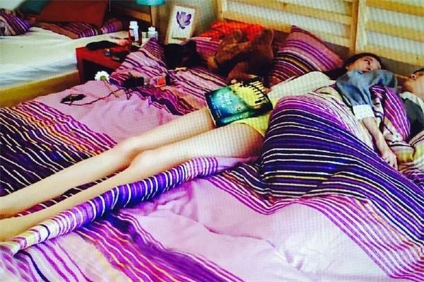"""Bạn có """"ước ao"""" một đôi chân dài miên man thẳng tắp như cô gái này?"""