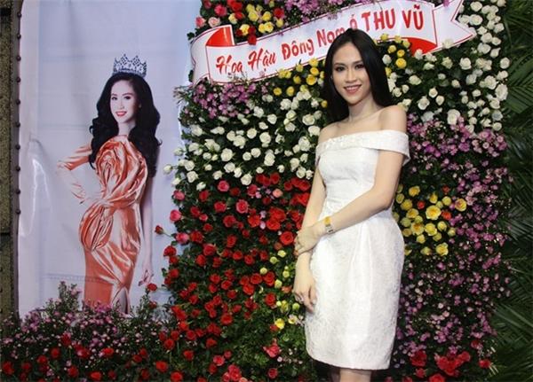 Hoa hậu Đông Nam Á 2014 Thu Vũ là một trong những cái tên được nhắc đến nhiều trong thời gian qua sau clip nói tiếng Anh gây choáng được cộng đồng mạng chia sẻ.
