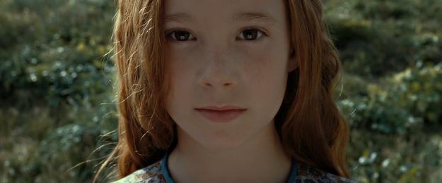 Hầu như nhân vật nào trong Harry Potter cũng nói rằng cậu bé có đôi mắt màu xanh lục giống mẹ, thế nhưng nhân vật người mẹ hồi bé của Harry trong tập Harry Potter and the Deathly Hallows lại có mắt màu nâu.