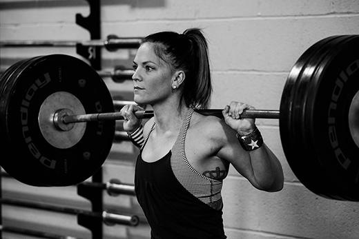 Nữ VĐV Morghan King sẽ đại diện nước Mỹ tranh tài ở hạng mục nâng tạ. Tuy chỉ cao có 1,52 mét nhưng cô nàng này lại có thể nâng quả tạ nặng đến 108 kg đấy! (Ảnh: Internet)