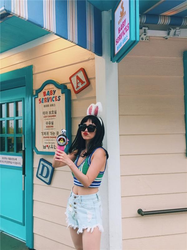 Diện tai thỏ cực yêu, Sĩ Thanh tung tăng vui chơi tại Hàn Quốc