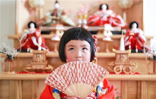 Cô bé và gia đình hiện đang sống tại tỉnh Aichi, Nhật Bản.