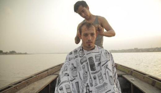 Chàng trai đi vòng quanh thế giới cắt tóc miễn phí cho mọi người