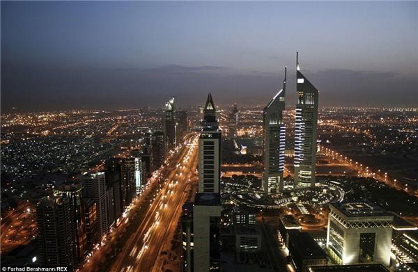 30 năm trước, toàn bộ Dubai dường như chỉ là một vùng sa mạc cằn cỗi nhưng ngày nay, nơi đây đã trở thành trung tâm thương mại và du lịch lớn của khu vực.(Ảnh:Farhad Berahman)