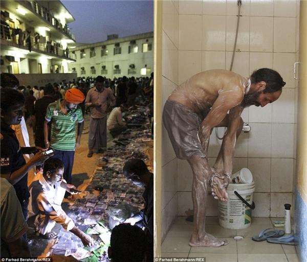 Những người bán hàng rong bày biện hàng tại Sonapur (trái) và một người đàn ông ốm yếu đang lau chùi nhà vệ sinh (phải).(Ảnh:Farhad Berahman)