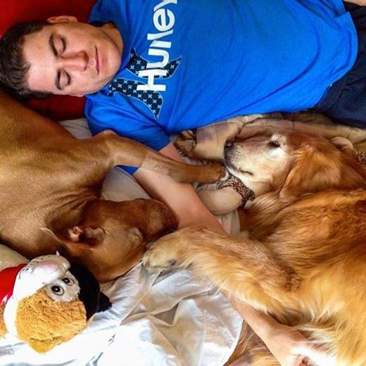 David Lanteignevà những chú chó của mình. (Ảnh: Internet)
