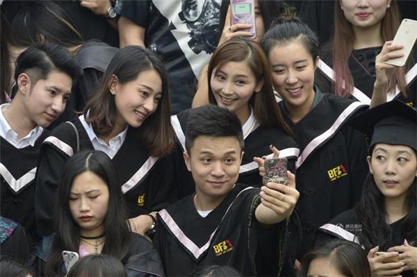 """Học viện Điện ảnh Bắc Kinh nổi tiếng là nơi sản sinh ra hàng loạt các """"thần tiên tỷ tỷ""""."""