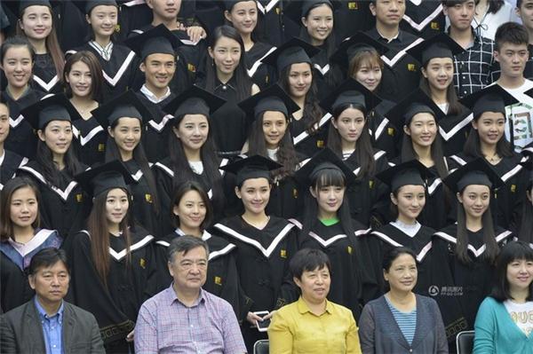 Rất nhiều ngôi sao nổi tiếng ở Trung Quốc cũng là cựu sinh viên của ngôi trường này.