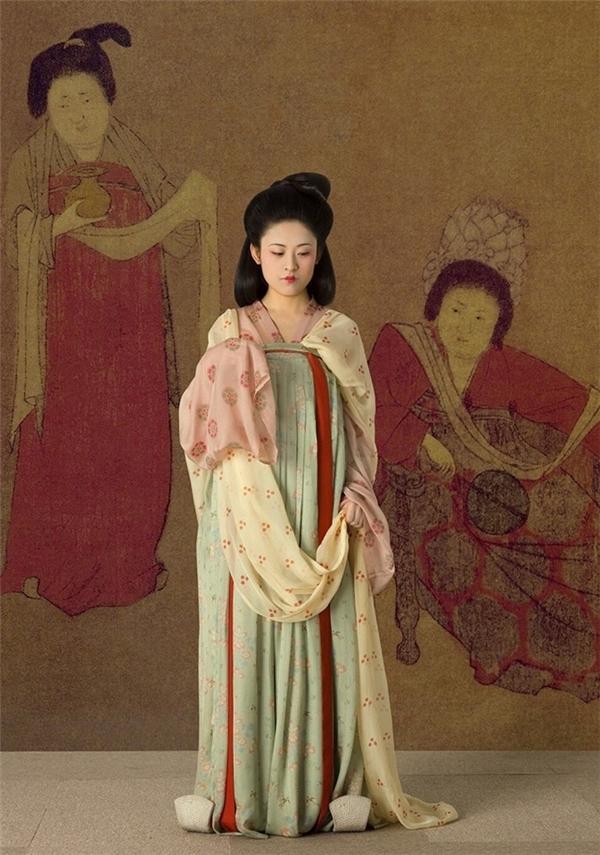"""Đây là bức hình phục dựng gần như chính xác một người phụ nữ """"đẹp"""" theo đúng tiêu chuẩn và quan niệm thẩm mĩ thời nhà Đường: mập mạp, đầy đặn, với làn da trắng.(Ảnh: Đại Việt Cổ Phong)"""