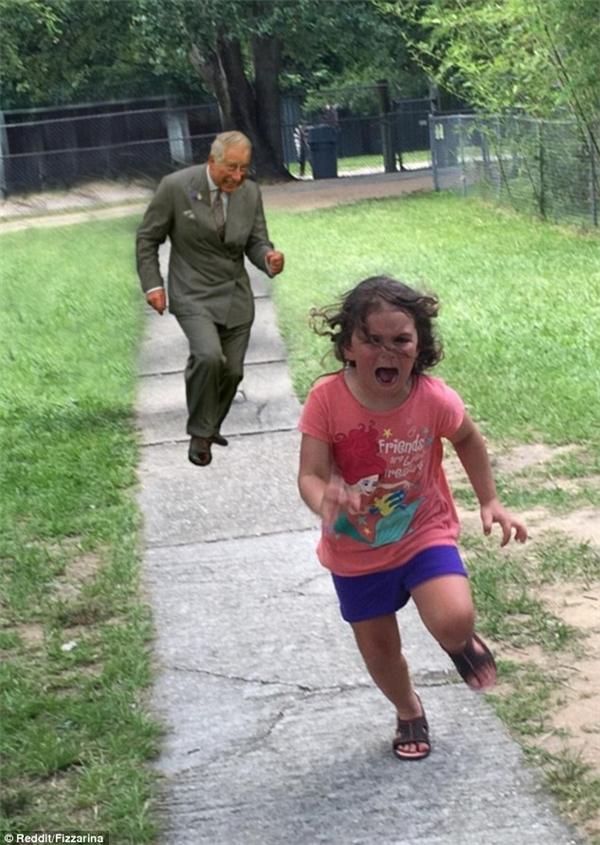 Bộ mặt rờn rợn, đáng sợ của Tháitử Charles có lẽ đủ để khiến bất kìđứa trẻ nào cũng phải thét lên và bỏ chạy.
