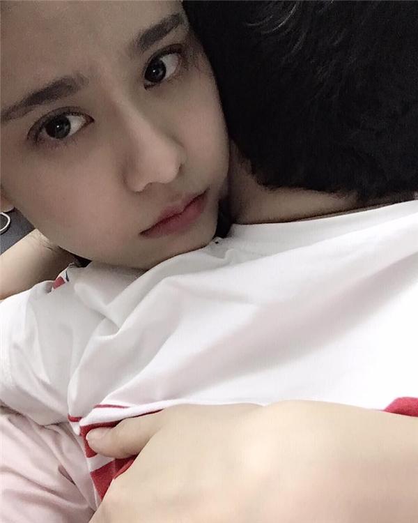 Trương Quỳnh Anh thể hiện tình cảm gia đình bằng cáchđăng ảnh âu yếm con trai Cát An.