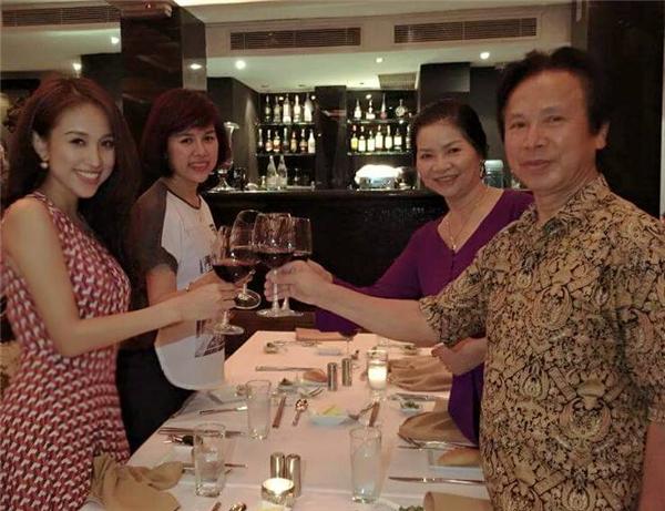 MC Vân Hugo kỉ niệm ngày Gia đình Việt Nam bên người thân của mình.