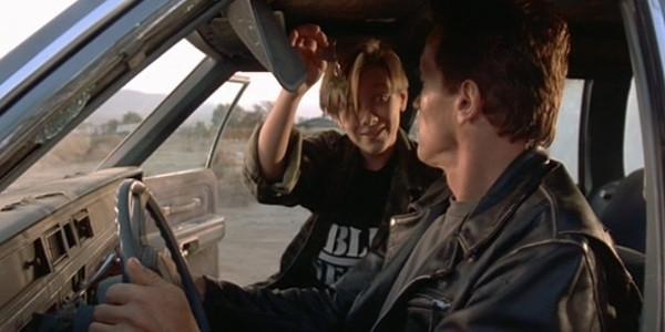 Thế giới trong phim là nơi mà mọi người rất tin tưởng nhau, họ vô tư để chìa khóa trong xe khi rời khỏi. (Ảnh: Internet)