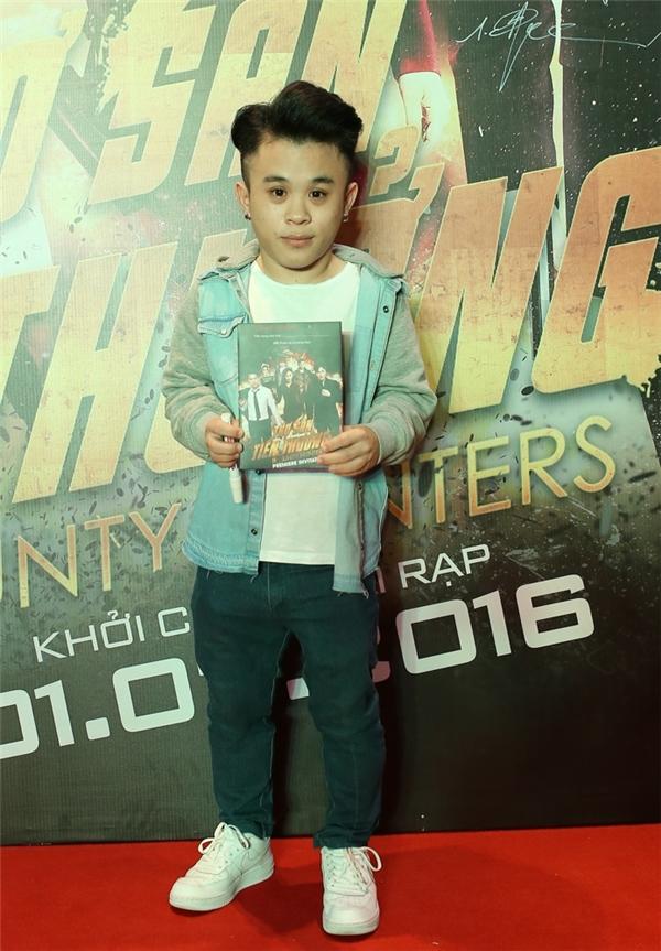 Nam diễn viên Xuân Tiến - thành viên nhóm hài Damtv cũng đến chúc mừng ê-kíp thực hiện.